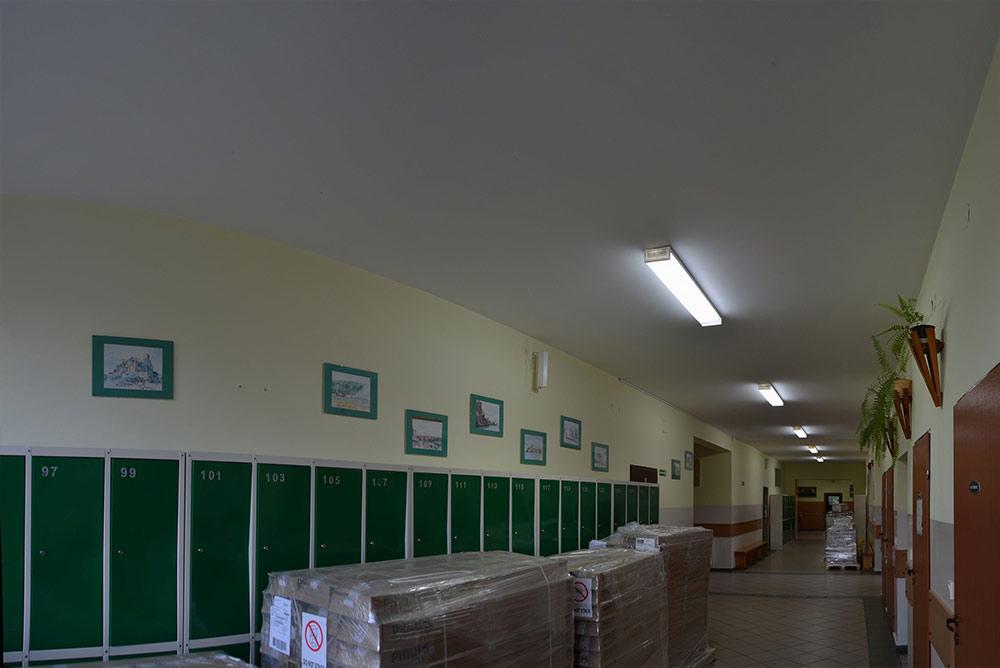 Korytarz w szkole w Brzeźnie